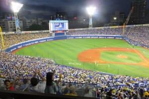 横浜スタジアムはチケットが取りにくくなっている(横浜市)