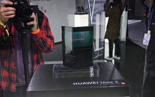 ファーウェイは6月ごろに折り畳みスマートフォン(スマホ)発売するとしていた(2月、スペインでの展示会)