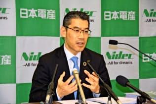 吉本浩之社長は「中国市場は悪くはなっていない」と話した(23日、大阪市内)