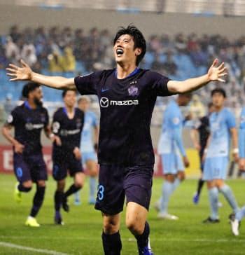 大邱―広島 前半、先制ゴールを決め、喜ぶ広島・荒木(23日、大邱)=共同