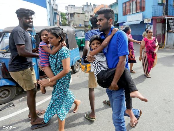 最大都市コロンボでは子どもを連れた人々が避難した=ロイター