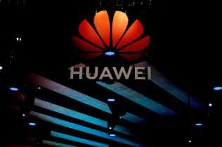 中国通信機器大手の華為技術(ファーウェイ)のロゴ(16日、上海)=ロイター