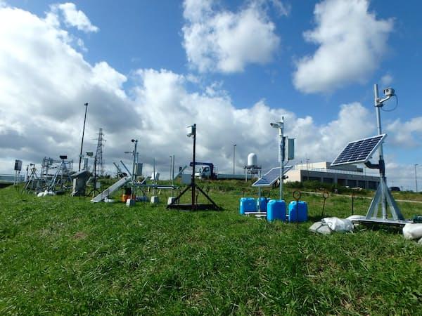 太陽光発電で自立稼働できる簡易カメラを全国に設置する=国交省提供