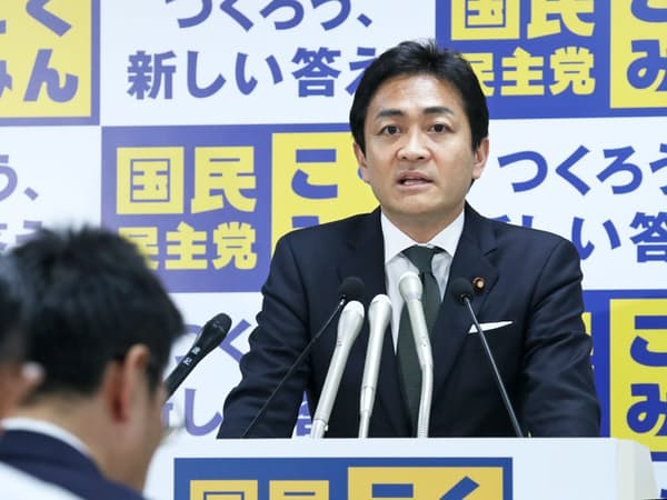 あいさつする玉木代表(24日、東京・永田町)