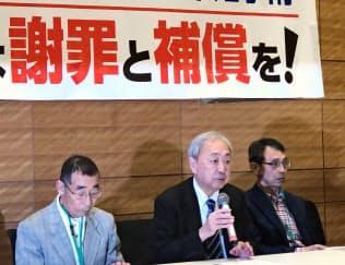 救済法成立を受けて会見した被害者ら(24日、東京・千代田)