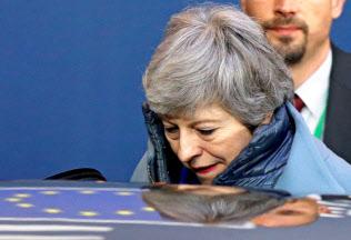 与党?保守党内でメイ首相へ?#26410;?#20219;圧力が強まる=ロイター