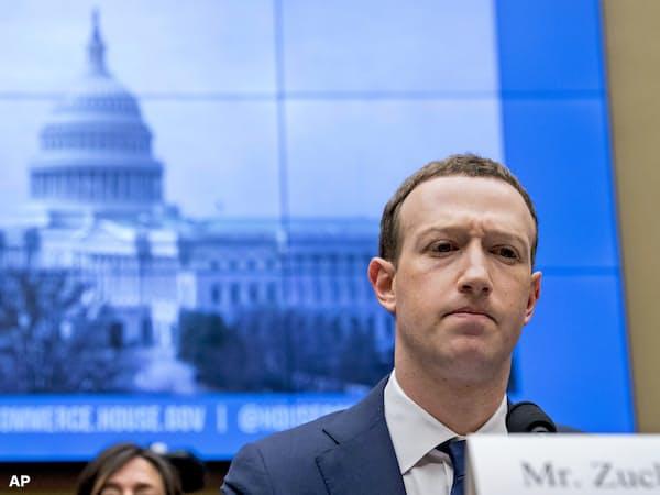 2018年4月、個人情報流出問題で米議会で証言するフェイスブックのザッカーバーグCEO=AP