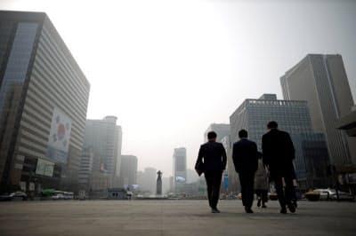 韓国銀行が発表したGDPは前期比0.3%減となった=ロイター