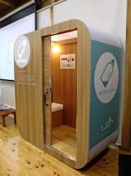 「道の駅阿蘇」に設置された移動可能な授乳室(24日、熊本県阿蘇市)=共同