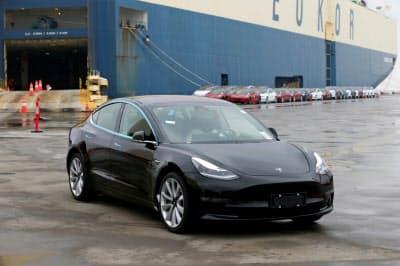テスラでは新型車の中国などへの輸出が難航した=ロイター