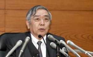 金融政策決定会合後、記者会見する日銀の黒田総裁(25日午後、日銀本店)