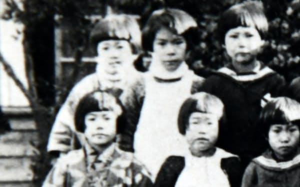 ソウルの小学校時代(後列左端が筆者)