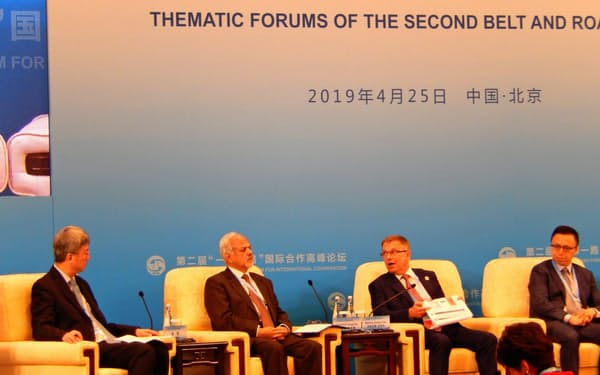 「一帯一路」首脳会議には米中対立の影が濃い(25日、北京)