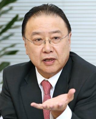 インタビューに答える経済同友会の桜田謙悟新代表幹事