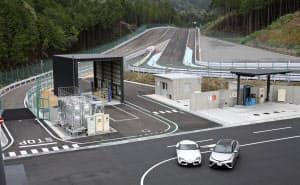 報道陣に公開したトヨタのテストコース(25日、愛知県岡崎市)
