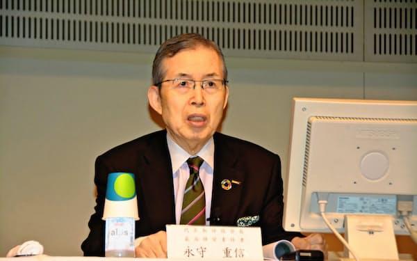 永守重信会長兼最高経営責任者(CEO)は「ものすごい勢いで引き合いがある」と車載事業の好調を訴えた(24日、東京・千代田)