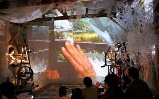 平井伸一、絵美さん夫妻は豊島で劇場を運営する