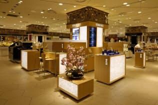 新工場は国内外で好調な肌ケアブランド「雪肌精」などを量産する(大阪市の店頭)