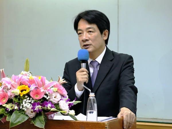 日本メディアと会見する頼清徳・前行政院長(25日、台北市内)