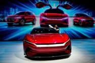 BYDはEVの生産体制の整備を急ぐ(16~25日に上海市で開かれた上海国際自動車ショーでの同社展示)=ロイター