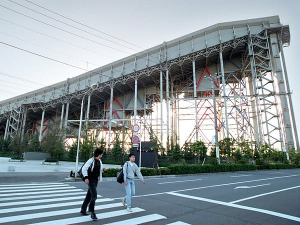 屋内人工スキー場「ザウス」は経営不振のため2002年に閉鎖した(千葉県船橋市)
