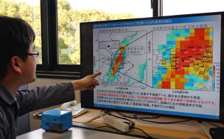 防災科研は、試作したシステムで、水害と雨量のデータを地図上に表示した
