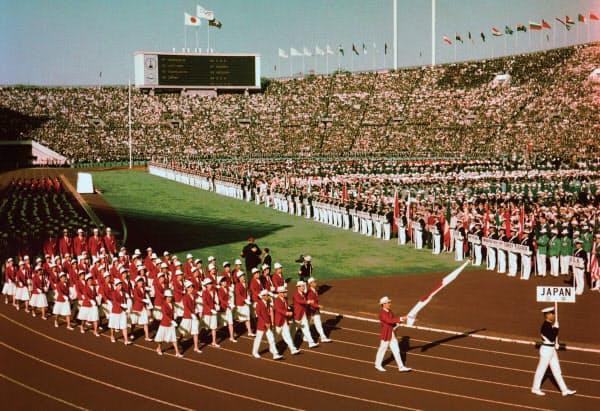 1964年の東京五輪。国が威信をかけて多額の国費を投じた=共同
