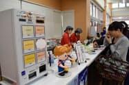 ソフトクリーム販売や試食コーナーも設けたJAやまがたの直売所(山形市)