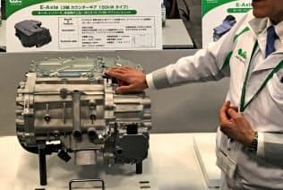 日本電産は中国でEV向けモーターに積極投資する(写真はギアなどを一体化した駆動装置)