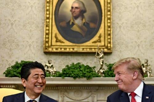 安倍晋三首相はトランプ米大統領に新天皇即位の重要性を説明した(写真はAP)