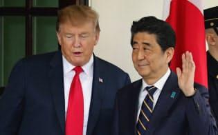 首相はトランプ氏が重視する選挙区への日本からの投資を印象付けた=ロイター