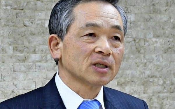 宮崎銀との連携協定について会見する大分銀の後藤頭取(3月、大分市)