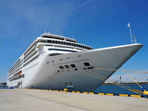茨城港常陸那珂港区に寄港した初の外国クルーズ船「セブンシーズマリナー」(28日、茨城県ひたちなか市)