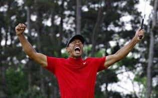 今年のマスターズは43歳のウッズが優勝。20代も40代も同じ土俵で戦うのがゴルフの魅力=共同