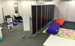 GW期間中に休憩スペースとして利用できる大阪・ミナミの貸会議室(29日)=共同