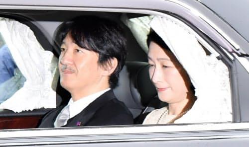 皇居に入る秋篠宮ご夫妻(30日午前)