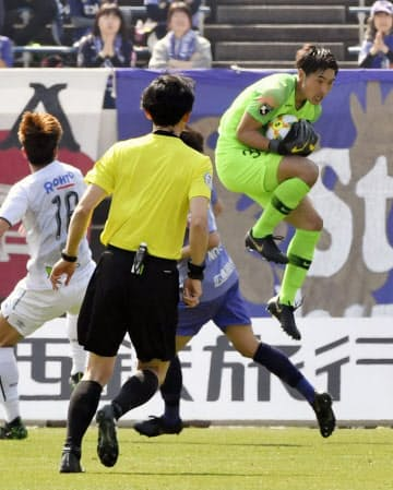 U-20日本代表には広島・GK大迫(右端)らJリーグで中心選手として活躍する選手もいる=共同