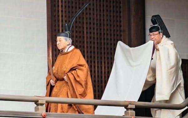 天皇として「退位礼当日賢所大前の儀」に臨む上皇さま(30日、皇居・賢所)=代表撮影