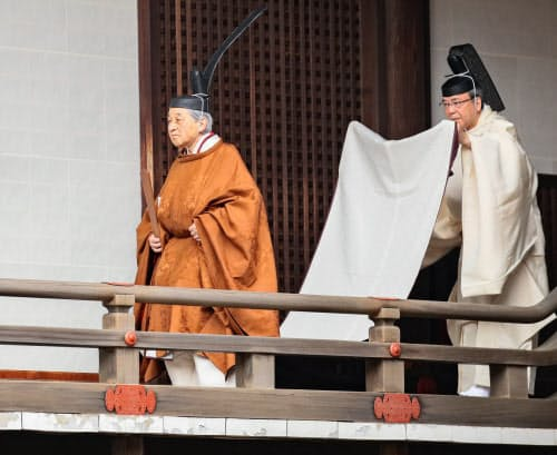 天皇として「退位礼当日賢所大前の儀」に臨む上皇さま(4月30日、皇居・賢所)=代表撮影