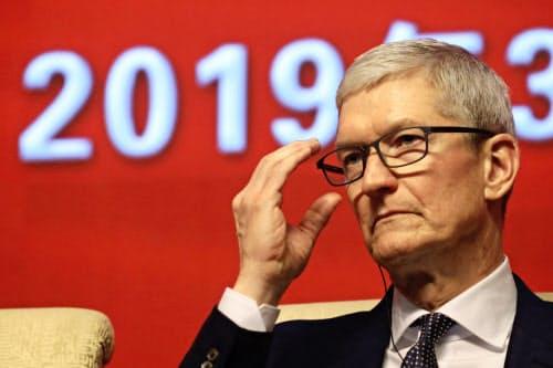 アップルのクックCEOは30日の決算会見で中国の事業環境が改善していると強調した=AP