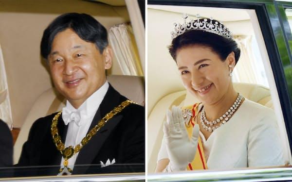 即位の儀式のため、皇居に向かう天皇陛下(写真左)と皇后さま(1日、東京・元赤坂)
