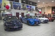 日本車の米国販売は4カ月連続で前年割れ(カリフォルニア州のトヨタのショールーム)=AP
