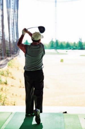 「球の方向性と高さが良い」と吉田武夫さん