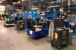 4月は製造業分野の人員削減が増えた(米アイオワ州の工場)=ロイター