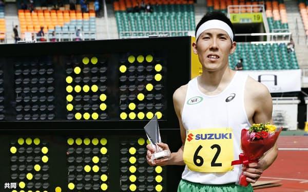 男子走り高跳び 2メートル30で優勝した衛藤昂(3日、静岡スタジアム)=共同
