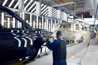 頼みの北米市場で新車販売の減少傾向が強まっている(ケンタッキー州のフォードの工場)=ロイター