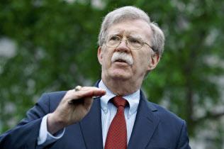 ボルトン米大統領補佐官は対イラン強硬派として知られる(1日、ワシントン)=AP