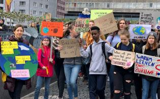 ドイツでも中高生の気候ストライキが広がる(5月3日、独フランクフルト)
