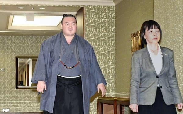 春場所千秋楽の三本締めが問題となり、処分を協議するために開かれた日本相撲協会の理事会に向かう白鵬=共同