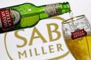 インベブは英SABミラーの買収で巨額の負債を抱えた=ロイター